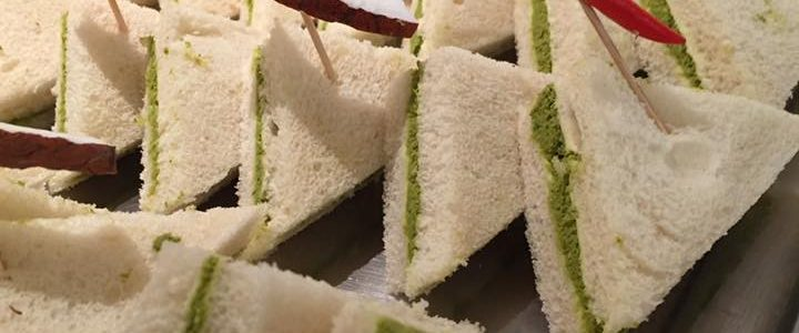 Indisches Fingerfood – Sandwichecken mit Koriander- und Kokoscreme
